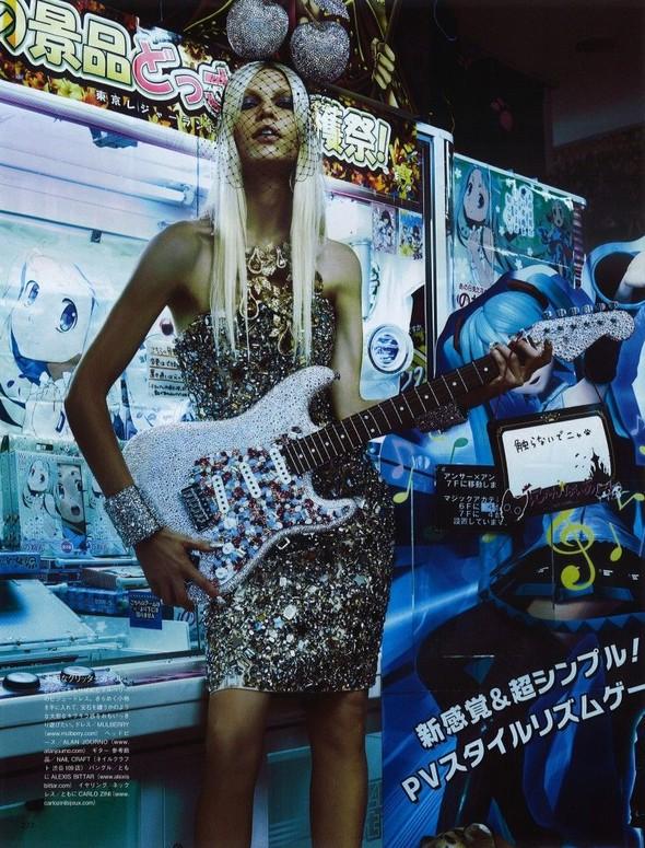 Элин Вебер The Girl Who Rocks The Planet в апрельском Vogue Япония. Изображение № 2.