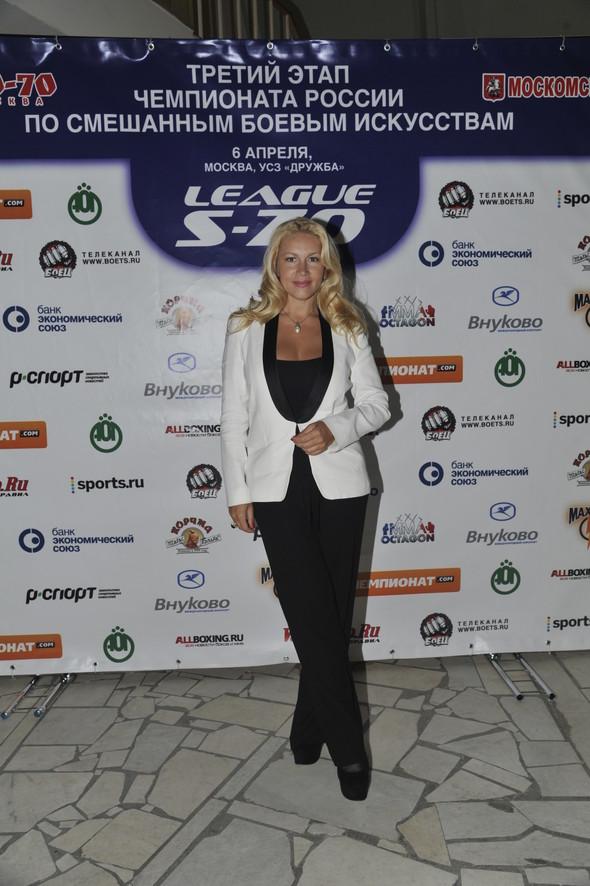 Звезды поддержали спорт на третьем этапе чемпионата России по смешанны. Изображение № 8.