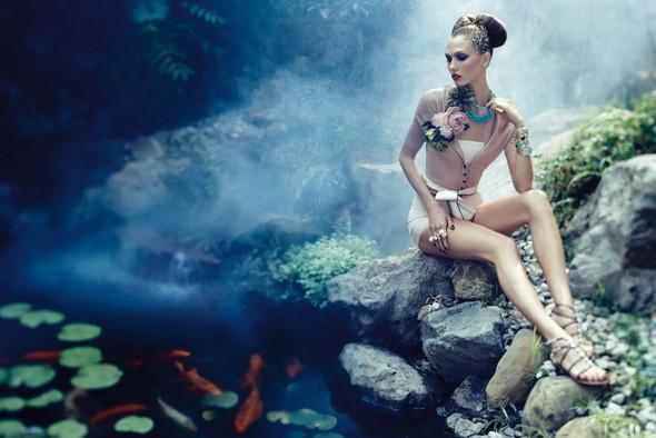 Съёмка: Карли Клосс для Vogue. Изображение № 7.