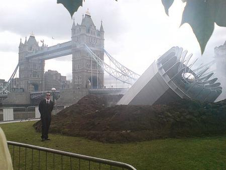Вцентре Лондона упало НЛО– Великобритания вшоке. Изображение № 2.