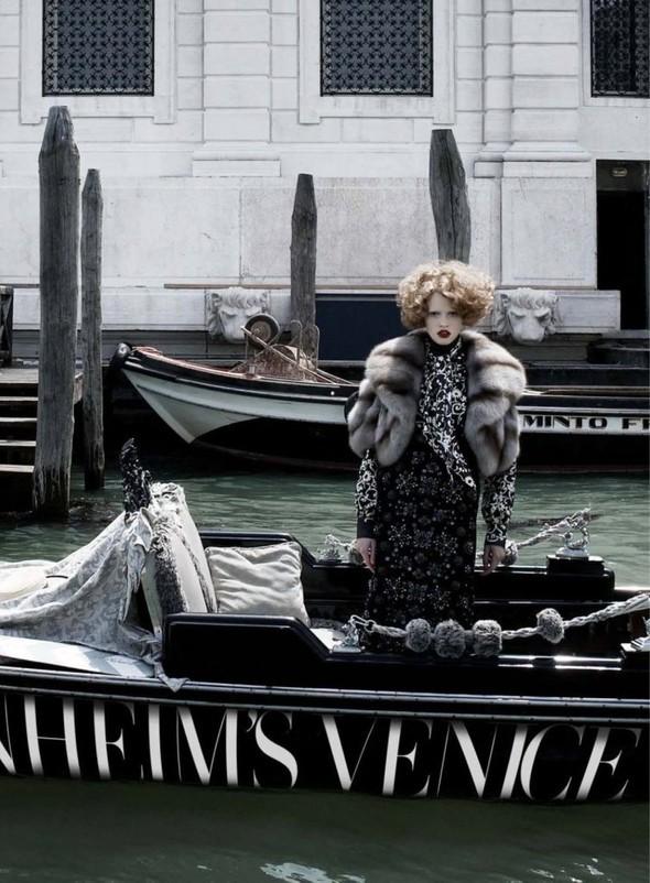 Lara Stone: Harper's Bazaar, September 2009. Изображение № 3.