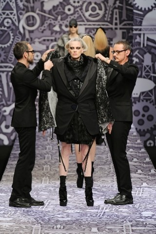 Back to black : Gareth Pugh и Victor&Rolf aw 2010-2011. Изображение № 69.