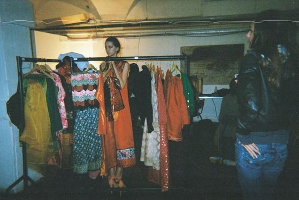 Малика на бэкстейдже показа Karishma Shahani. Изображение № 8.