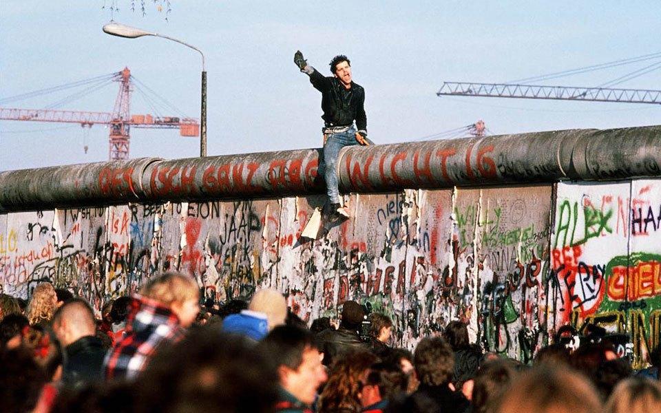 Как объекты дизайна путешествовали через Берлинскую стену. Изображение № 2.