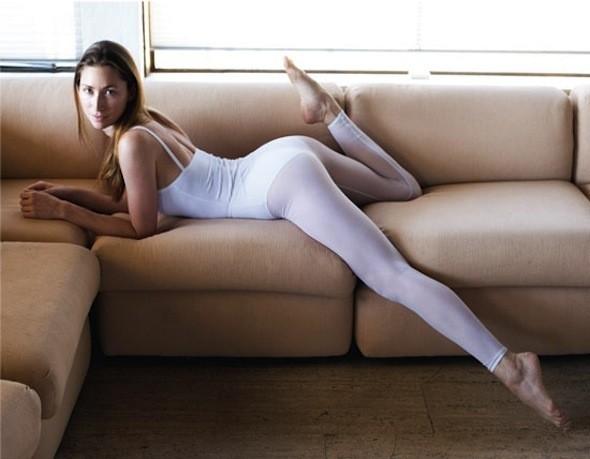 Tara Stiles стала известным преподавателем йоги благодаря своему видео-блогу.. Изображение № 29.
