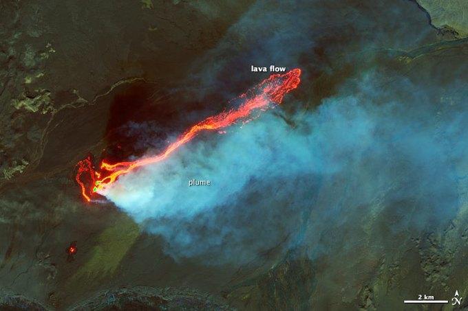 Фото дня: снимки 16-километрового потока лавы со спутника. Изображение № 2.
