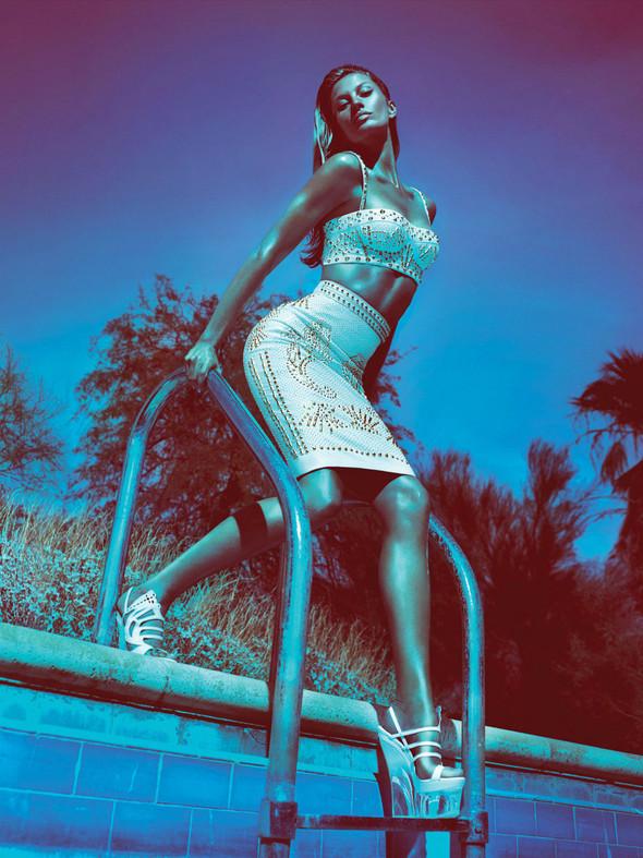 Кампания: Жизель Бундхен для Versace SS 2012. Изображение № 9.
