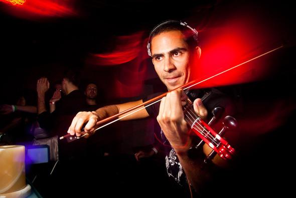 Диджей-скрипач Roberto Mermand в ресторане partybar Мантра. Изображение № 2.