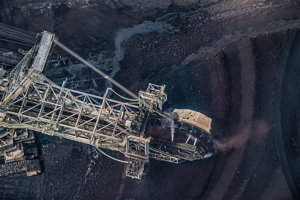 Захватывающие фотографии огромной угольной шахты. Изображение № 17.