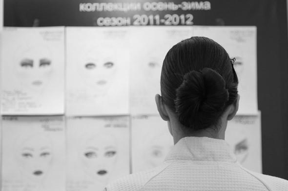 Изображение 17. За кулисами своего показа Мария Рыбальченко предсказала будущее, окунулась в прошлое, живя настоящим.. Изображение № 17.