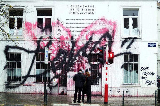 Уличный художник Kidult разрисовал фасад бутика Maison Martin Margiela. Изображение № 1.