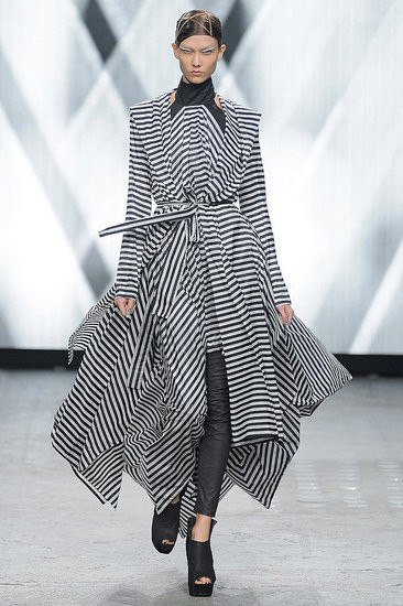 Показ: Gareth Pugh spring 2012 Ready-to-Wear. Изображение № 2.