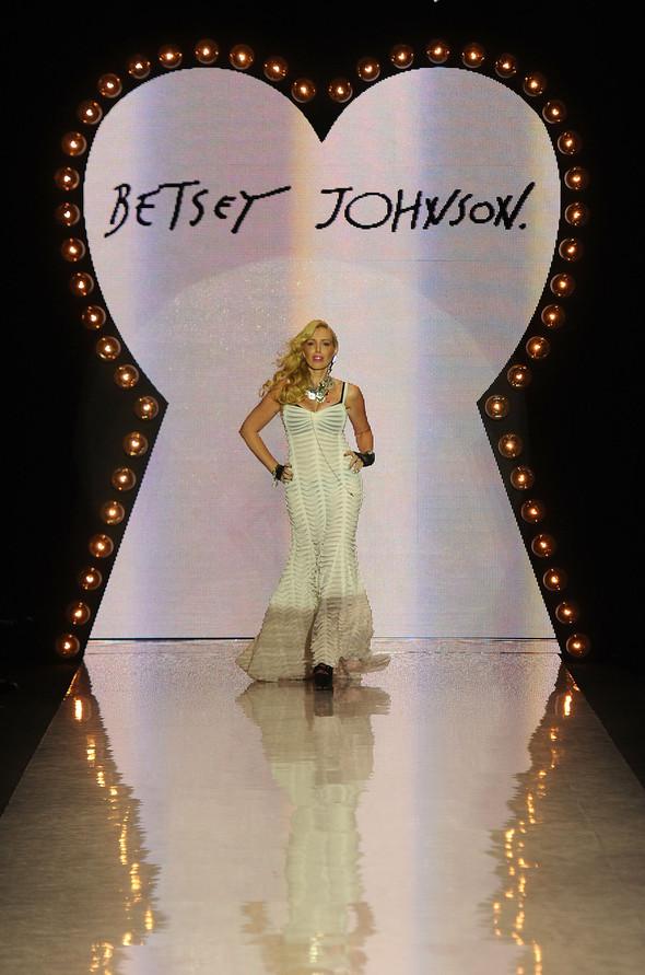New York Fashion Week: Betsey Johnson Spring 2012. Изображение № 1.