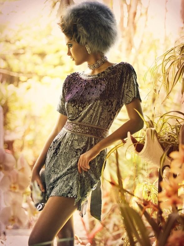 Vogue Italia October 2009. Изображение № 4.