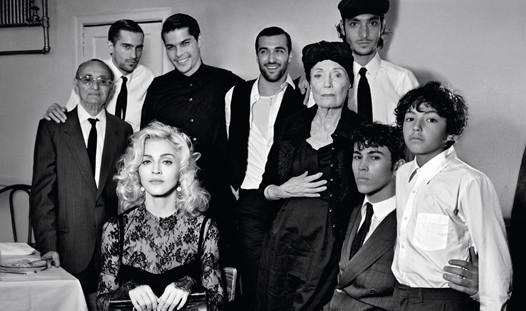 Мадонна в новой рекламе D&G. Изображение № 7.