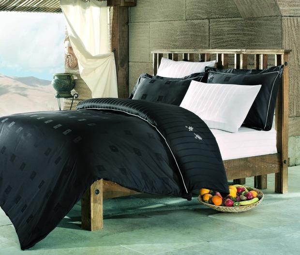 ТОП 10 темных комплектов постельного белья. Изображение № 11.