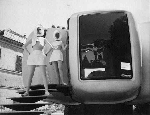 "Pierre Cardin, Футуризм 70 –х. ""Past, Present, Future"". Изображение № 11."