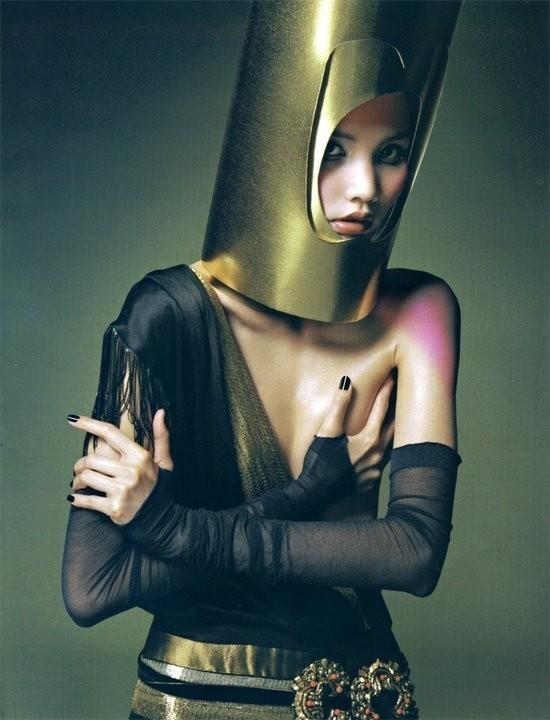 Magical illusion (China Harper's Bazaar, November 2008). Изображение № 4.