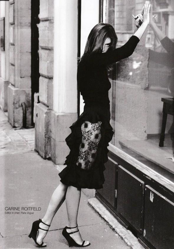 Фото Карин Ройтфельд, сделанное Карлом Лагерфельдом в 2003 году. Изображение № 1.