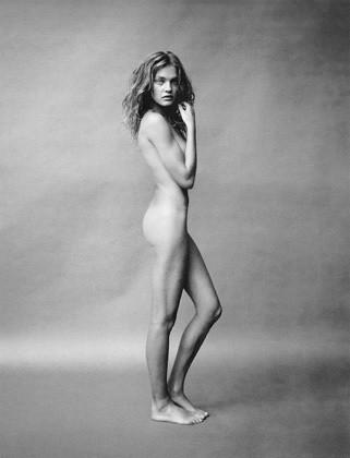 Части тела: Обнаженные женщины на фотографиях 1990-2000-х годов. Изображение №124.