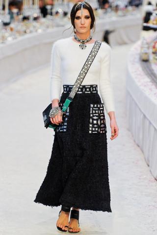 Chanel показали пре-осеннюю коллекцию. Изображение № 12.
