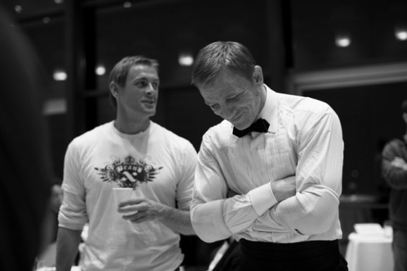 007: DANIEL CRAIG: BEHIND THE SCENES BW PHOTOGRAPHY. Изображение № 10.