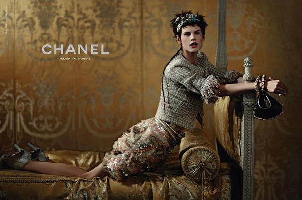 Вышли новые кампании Chanel, Donna Karan, Jaeger, Prada и THVM. Изображение № 3.