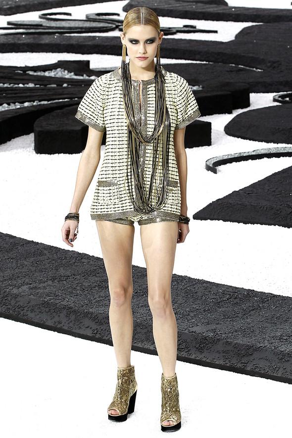 Карл Лагерфельд показал одну из самых красивых коллекций, когда-либо созданных для Chanel. Изображение № 23.