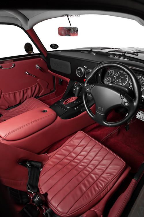 Воскрешение Aston Martin DB4 GT Zagato. Изображение № 16.