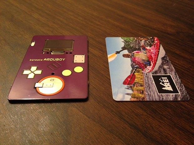 Дизайнер создал визитную карточку с «Тетрисом». Изображение № 1.