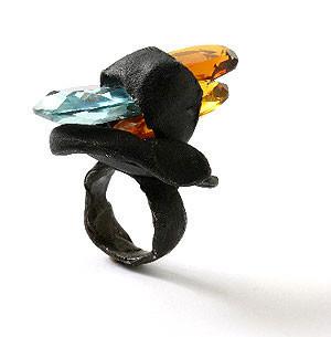 Karl Fritsch: Кольцо может быть оружием. Изображение № 3.
