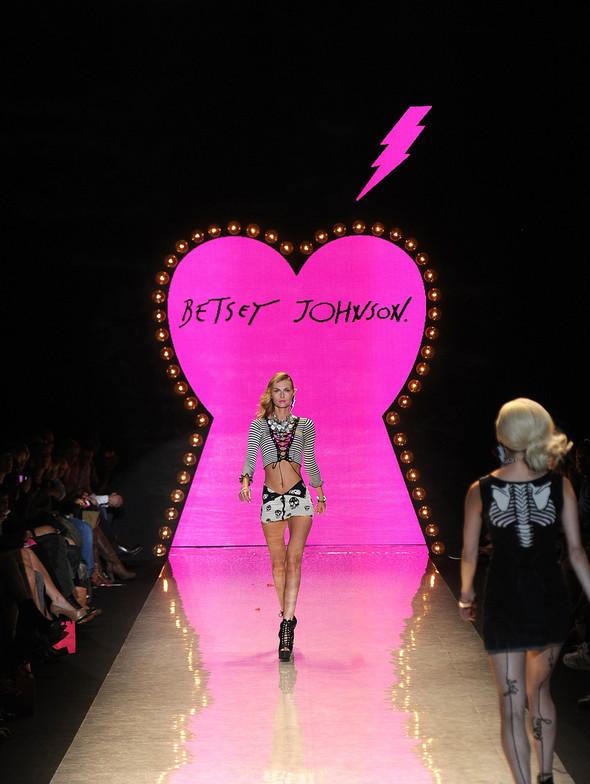 New York Fashion Week: Betsey Johnson Spring 2012. Изображение № 56.