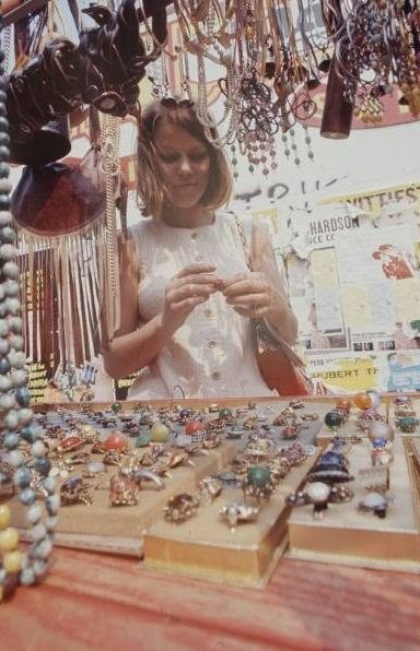 Хиппи-рынок в 70-е. Изображение № 2.