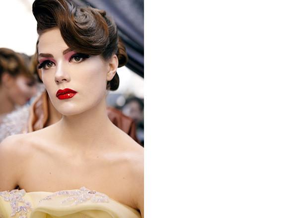 Изображение 1. Репортаж с бэкстейджа показа Dior Haute Couture SS 2011.. Изображение № 17.