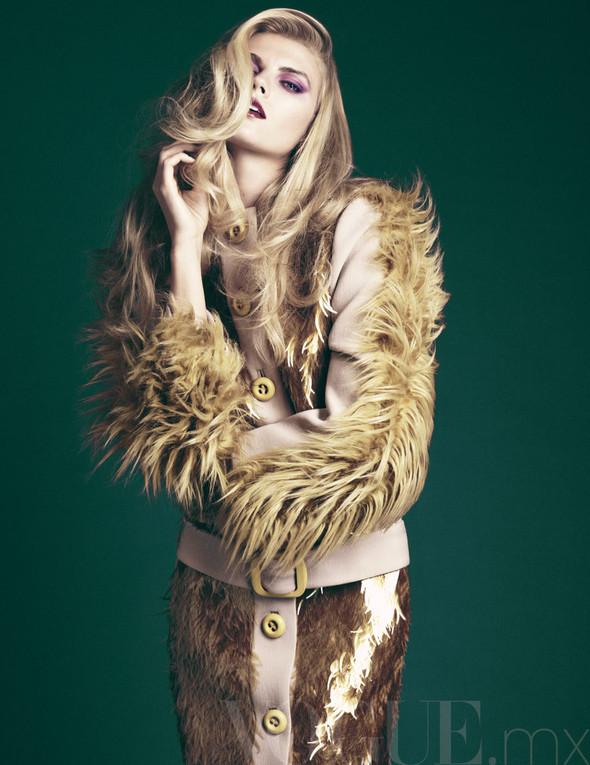 Съёмка: Марина Линчук для Vogue. Изображение № 2.
