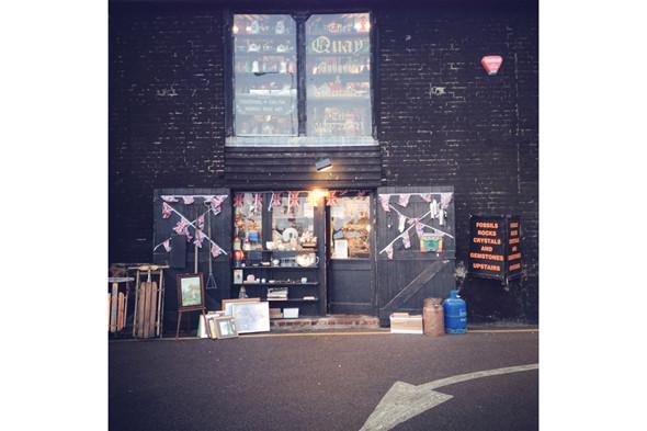 Антикварные магазины. Изображение № 43.