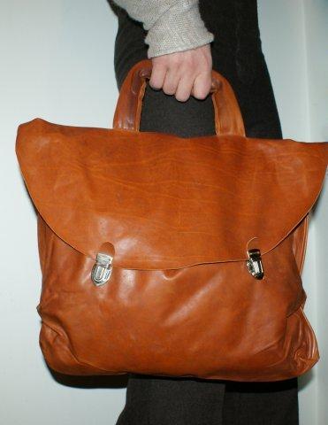 Nutsa Modebadze – Nice toMeet U, Bags. Изображение № 1.