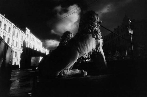 Город теней, город слёз. Изображение № 9.