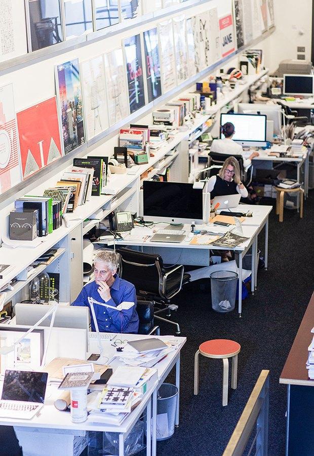 Гельветика и ретро: Как выглядит офис легендарного дизайн-бюро Pentagram. Изображение № 3.