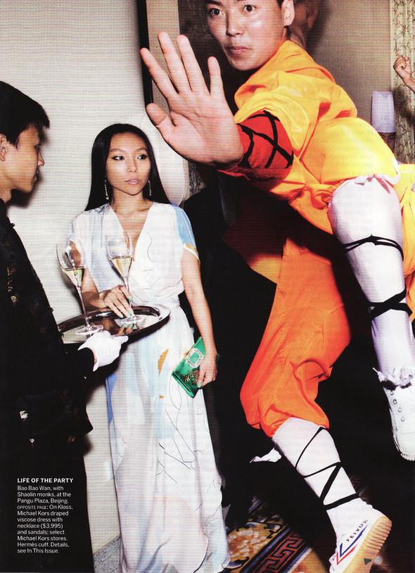 Съёмка: Карли Клосс в объективе Марио Тестино. Изображение № 10.