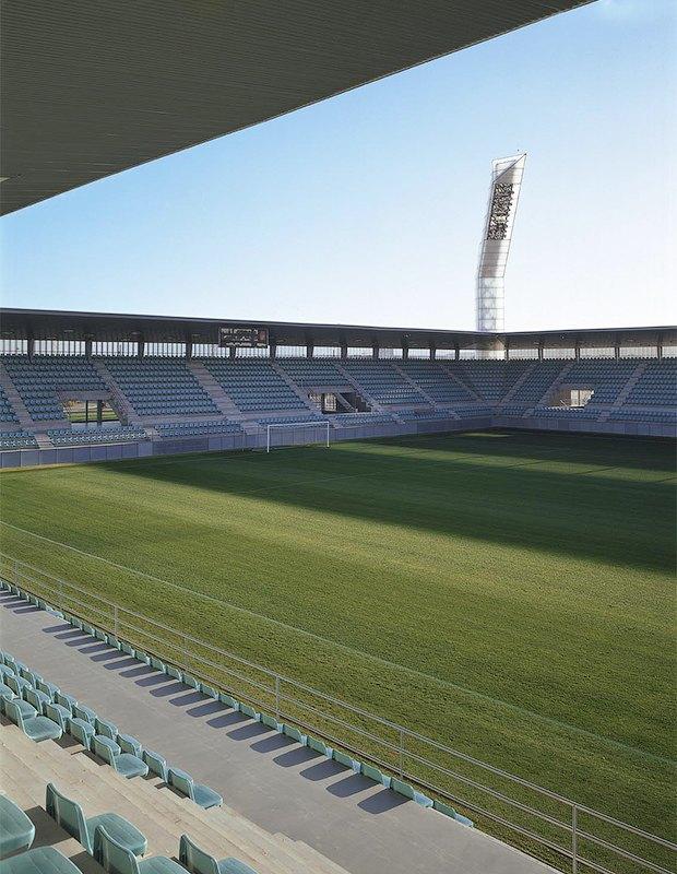 Стадион Nueva Balastera — смесь игры Portal и мира кристаллов. Изображение № 13.