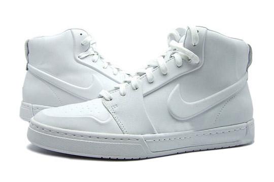 Новые модели Nike: RT1 Premium и Air Royal Mid VT. Изображение № 2.