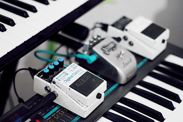 Синтезатор Korg Poly 800 и гитарные эффекты Boss TU-2, Marshall Jackhammer и Boss DD-6. Изображение № 46.