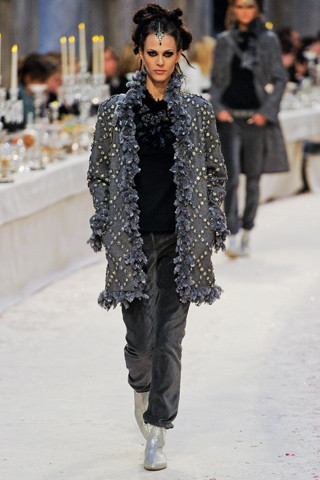 Chanel показали пре-осеннюю коллекцию. Изображение № 46.