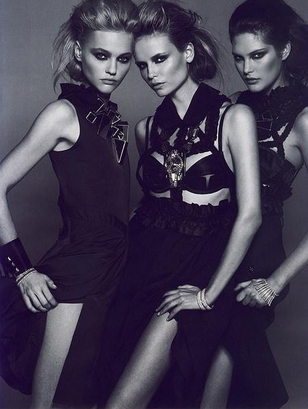 Новая черно-белая фотосерия Питера Линдберга (Vogue). Изображение № 5.