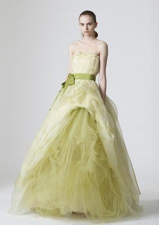 """""""Выбираем свадебное платье!"""" 93 идеи ведущих дизайнеров. Изображение № 25."""