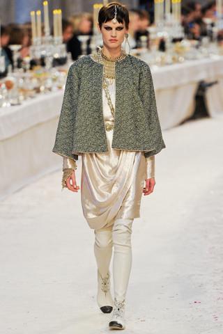 Chanel показали пре-осеннюю коллекцию. Изображение № 39.