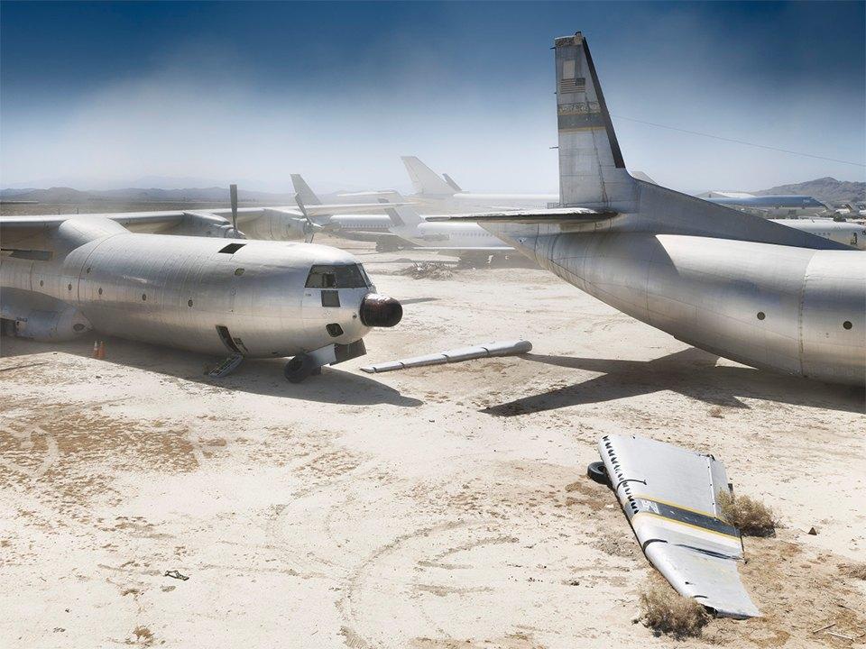 Кладбище самолётов  в выжженной пустыне . Изображение № 1.