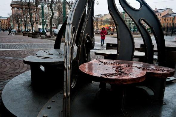 В Питере появился памятник в честь всех влюбленных. Изображение № 3.