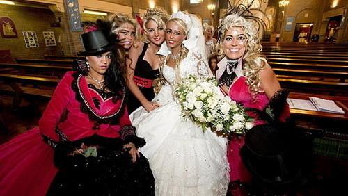 Изображение 17. Цыганские невесты и их свадебные платья.. Изображение № 15.